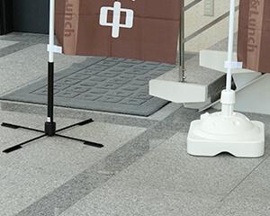屋内用折りたたみ式ポールスタンド 使用例2